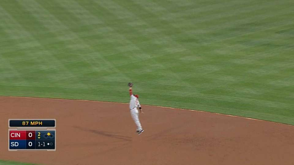Votto's leaping catch