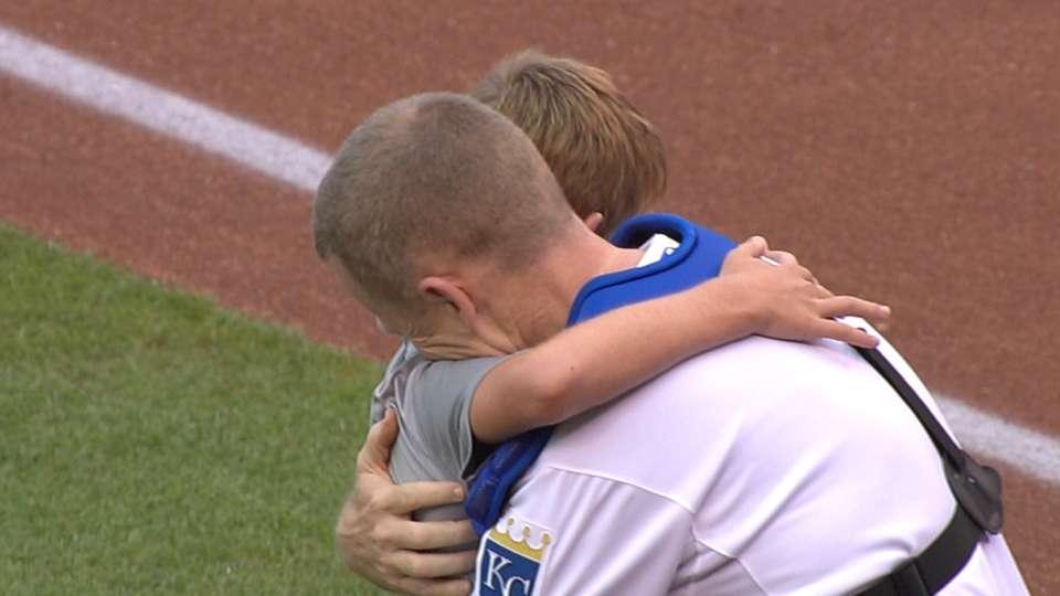 Military father surprises son
