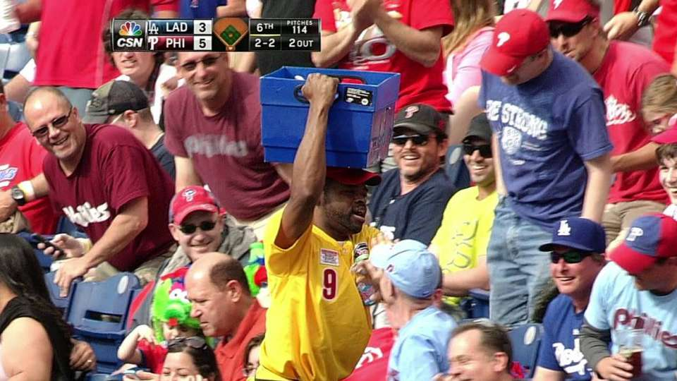 Beer vendor catches foul ball