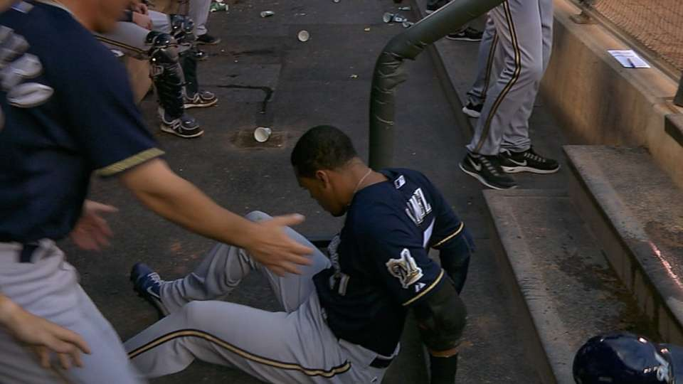 Gomez falls on dugout steps
