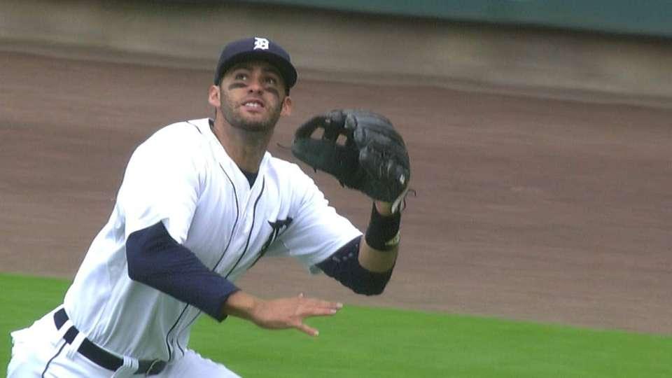 Martinez runs down fly ball