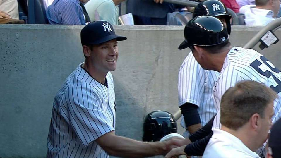Headley arrives in the dugout