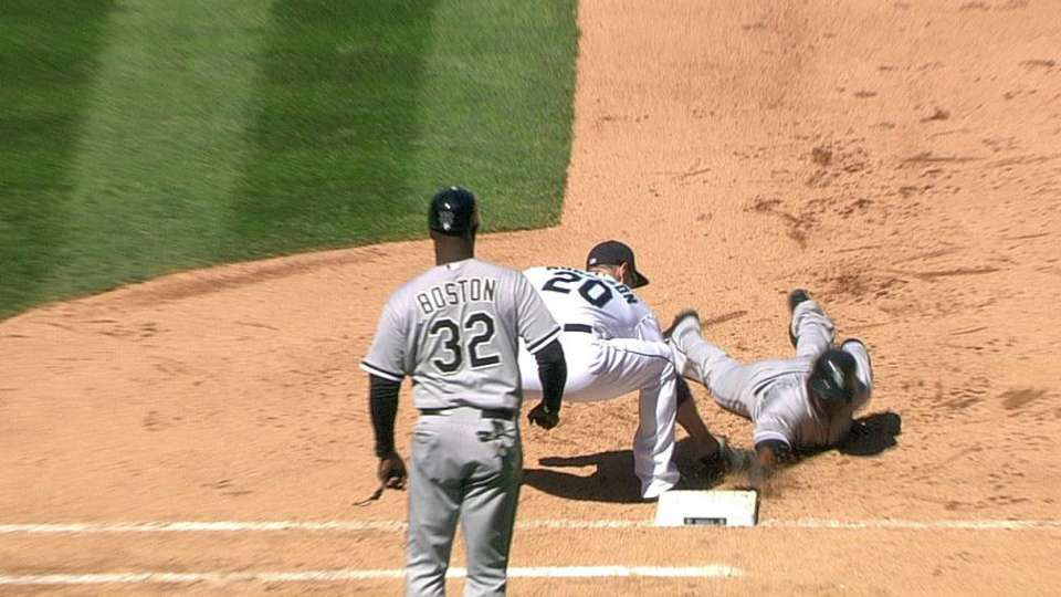 Mariners challenge call at first