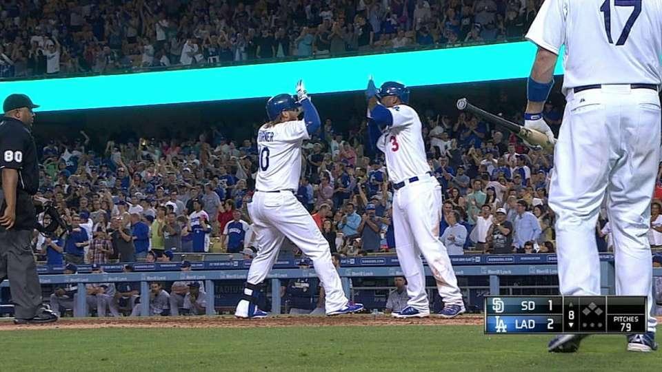 Turner's two-run shot