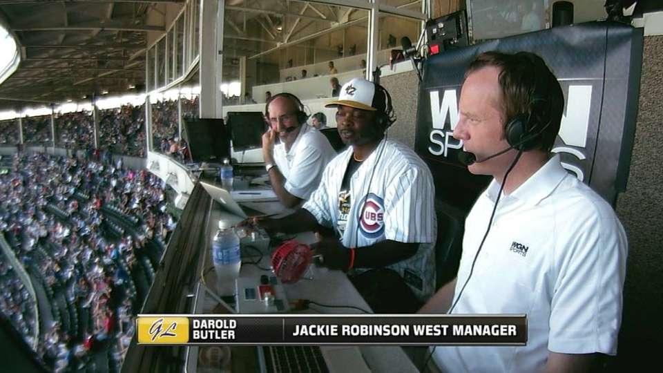 Darold Butler visits Cubs' booth