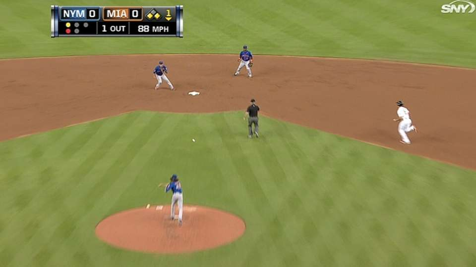 deGrom starts double play