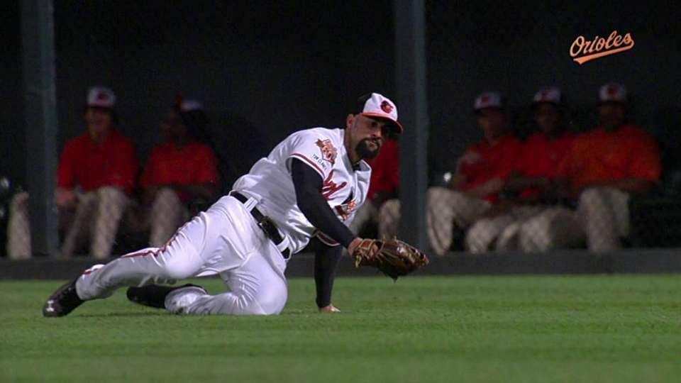 Markakis' sliding catch