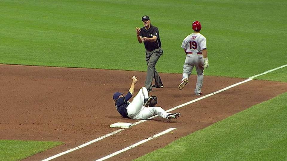 Reynolds helps Brewers turn two
