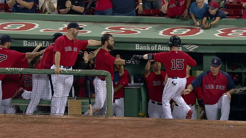 Pedroia's game-tying sac fly