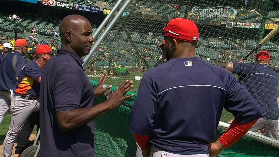 Bonds takes in batting practice