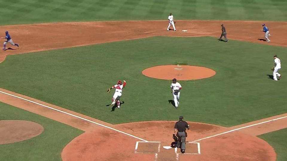 Vazquez's barehanded play