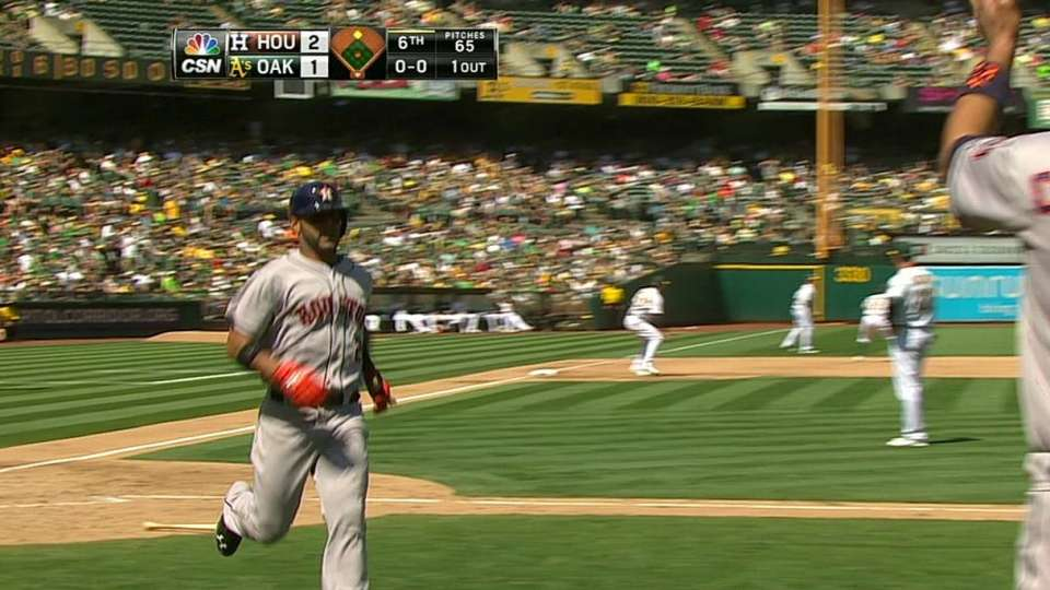Altuve's two-run double