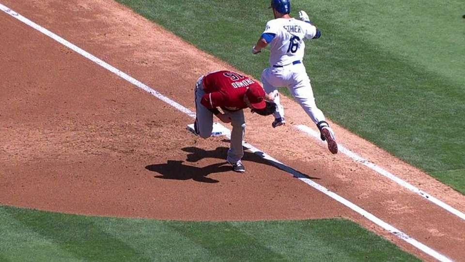 Trumbo loses glove