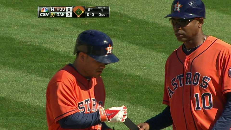 Altuve collects hit No. 198
