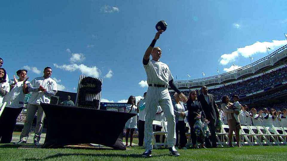 Jeter honored with ovation