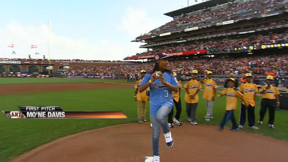 Mo'ne Davis throws first pitch