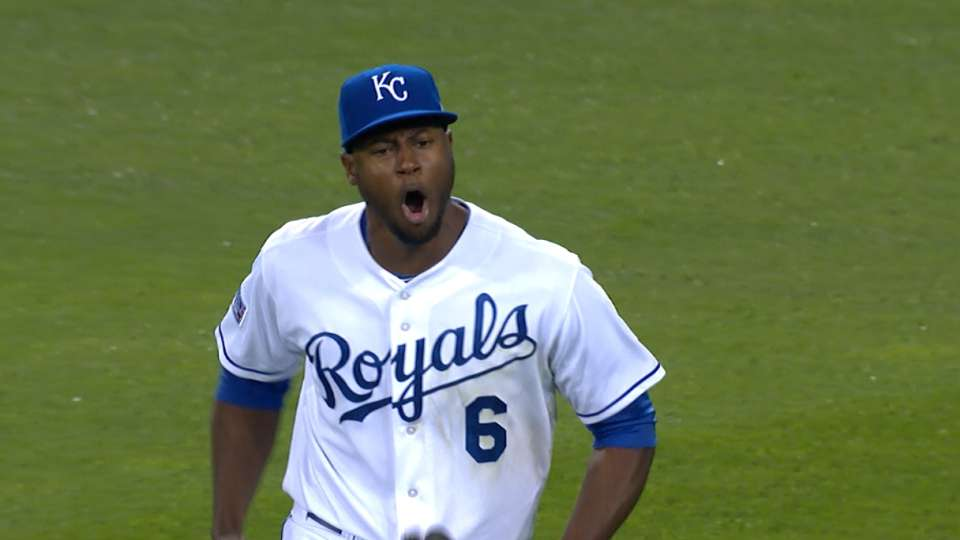 Cain amazes in Royals' outfield