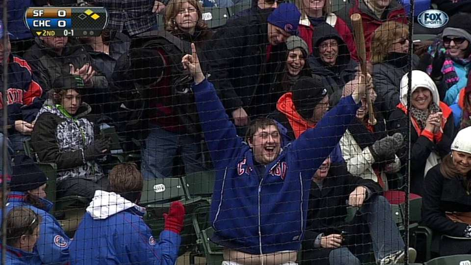 Cubs fan catches bat