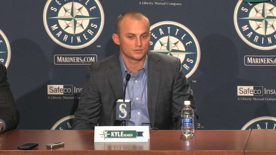 Mariners extend Seager