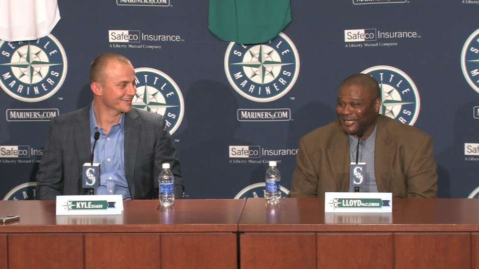 Diaper duty distracts Seager