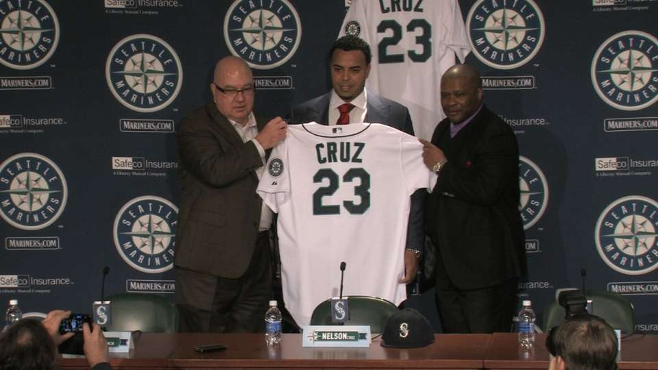 Mariners introduce Nelson Cruz