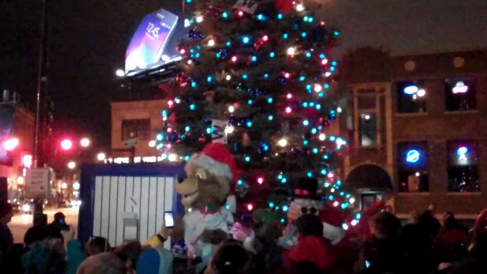 Cubs' tree lighting