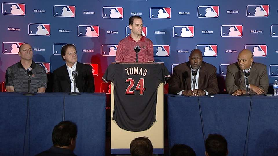 D-backs officially sign Tomas