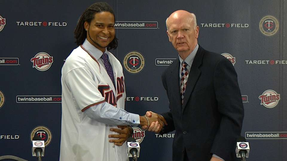 Santana introduced by Twins