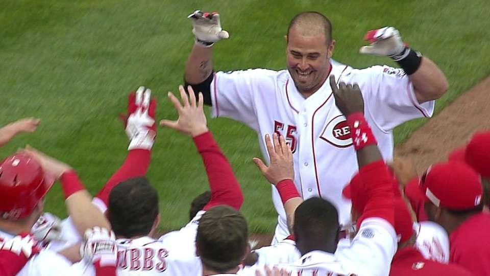 Hernandez's walk-off home run