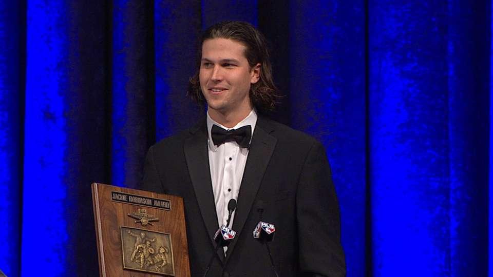deGrom accepts NL ROY Award