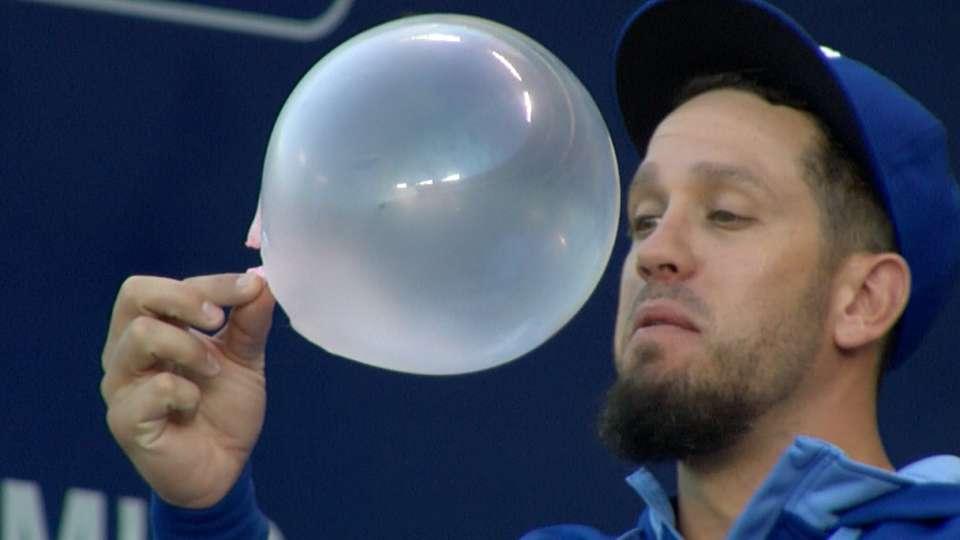 Big Leaguers enjoy Bubble Gum