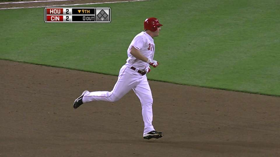 Reds clinch NL Central