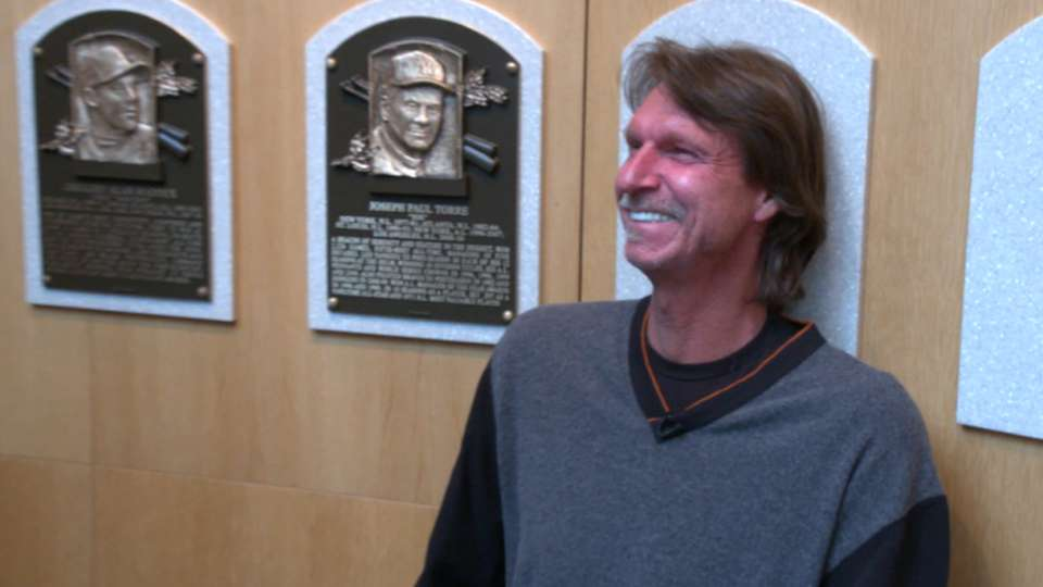Big Unit tours the Hall of Fame