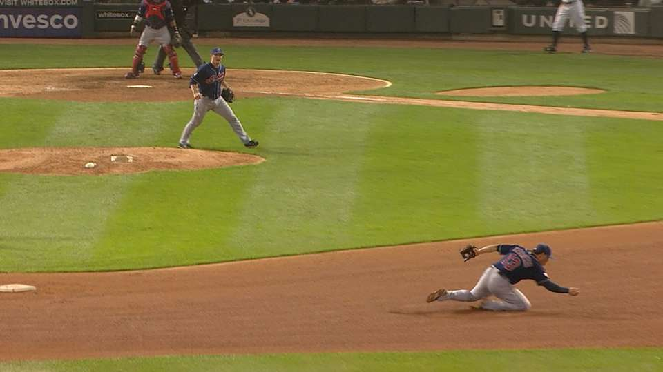 Cabrera's behind-the-back flip