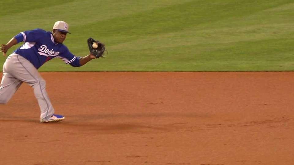 Uribe's smooth play at third