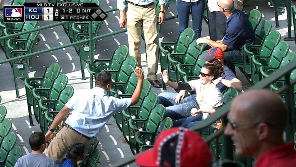 Fan's barehanded catch