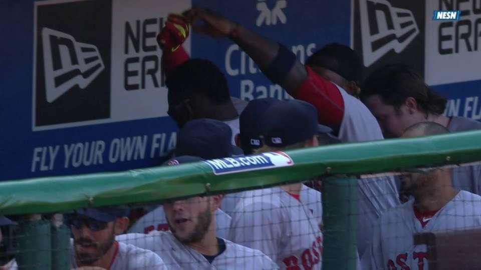 Ortiz, Hanley dance in dugout