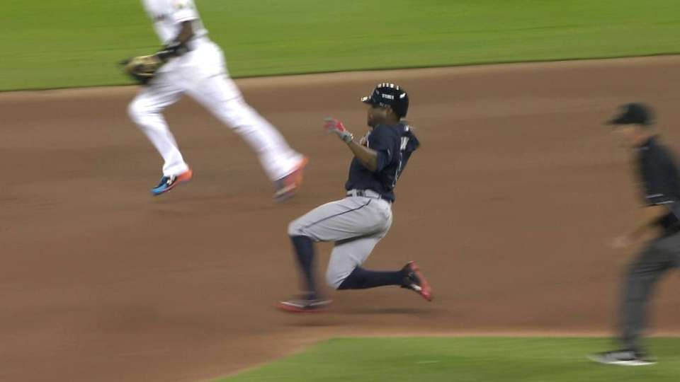 Young Jr.'s first Braves steal