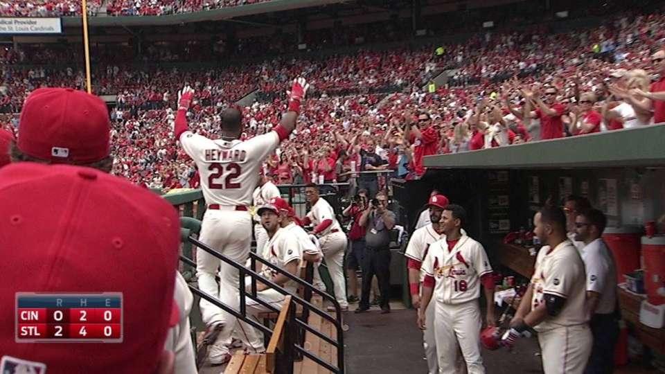 Heyward's first Cardinals homer