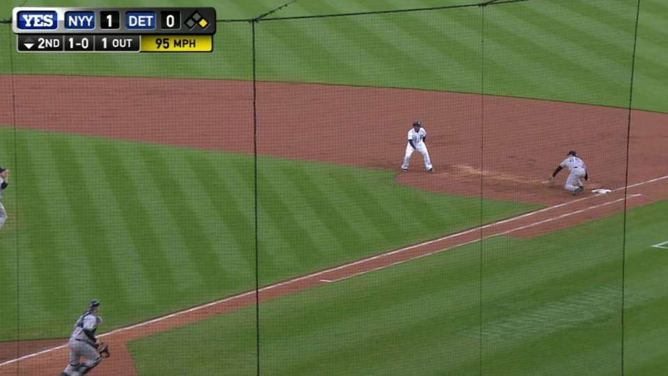 Eovaldi's line-drive double play