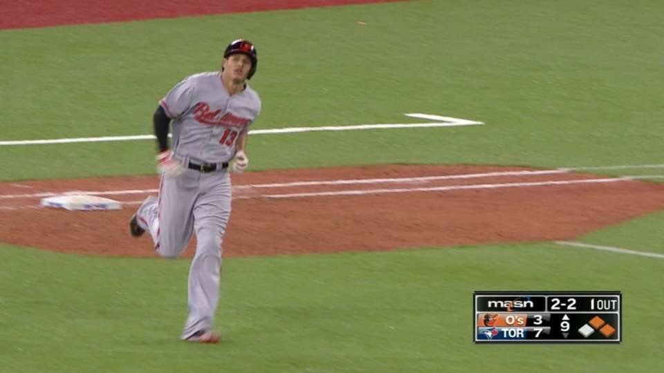 Machado's three-run homer