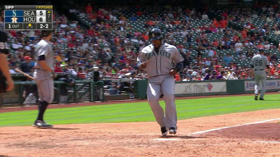 Mariners tie game on an error