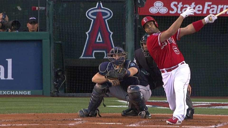 Pujols' two-run homer