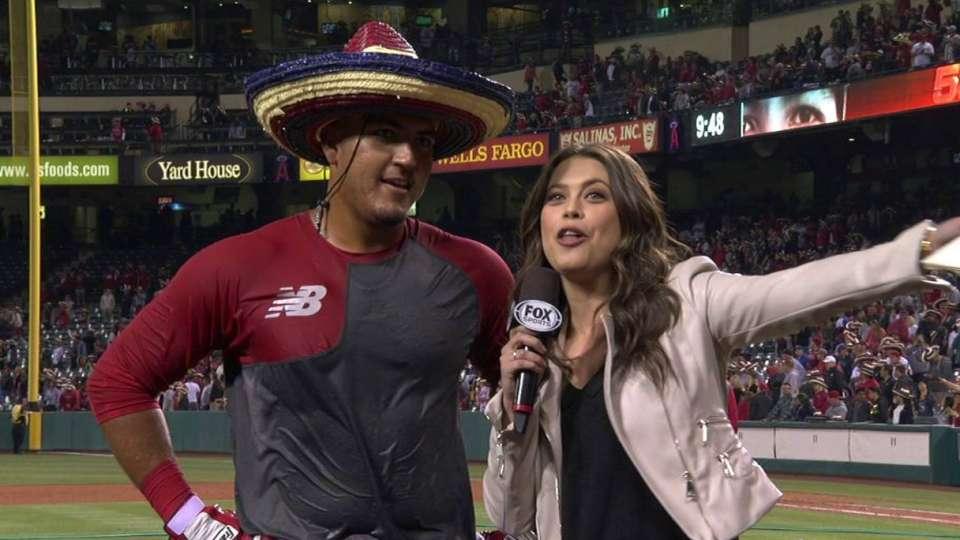 Perez gets bath, wears sombrero