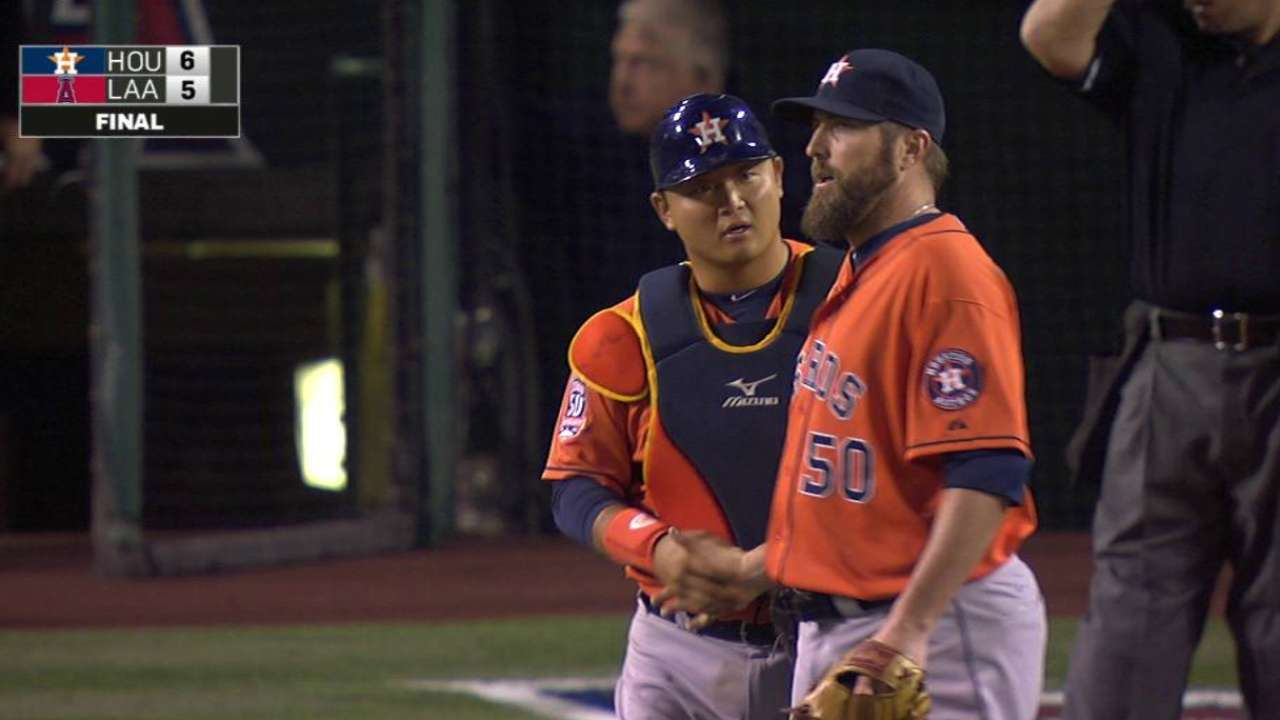 6a64782bdd37 Houston Astros  Chad Qualls gets Albert Pujols for last out after ...