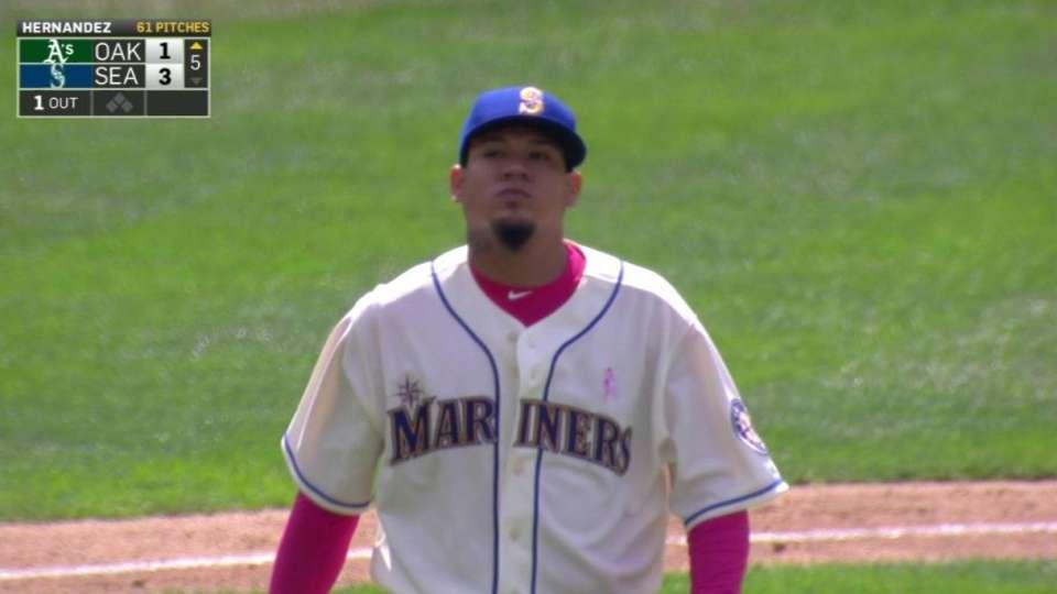 Hernandez's 2,000th career K