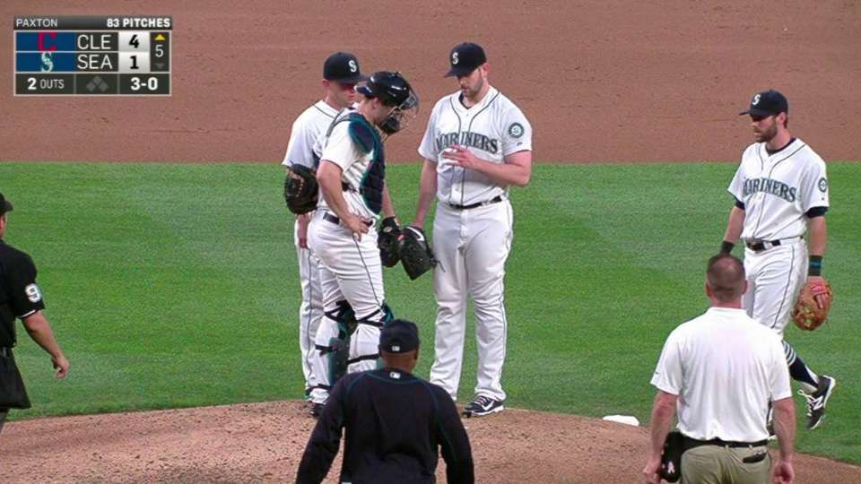 Paxton leaves after injury