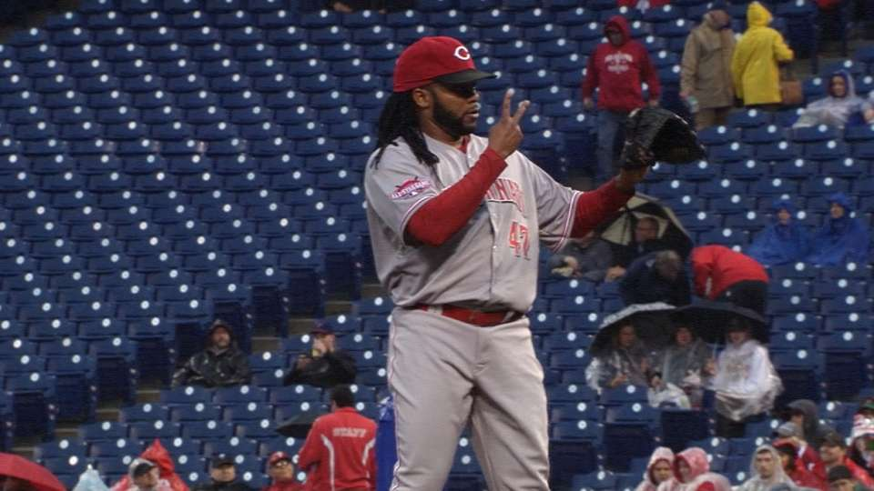 Cueto holds Phils to two runs