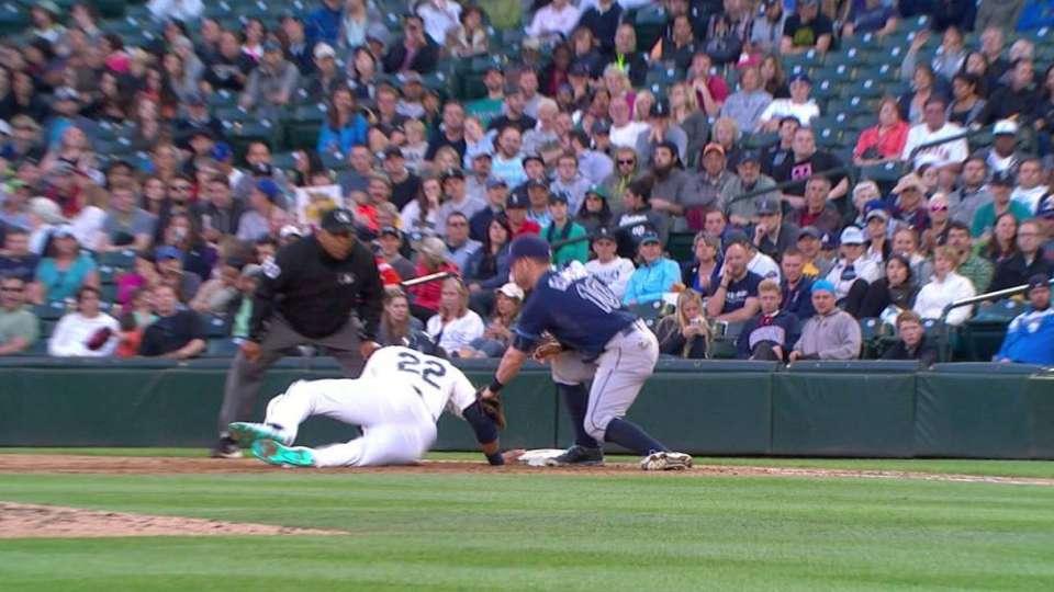 Ramirez picks off Cano