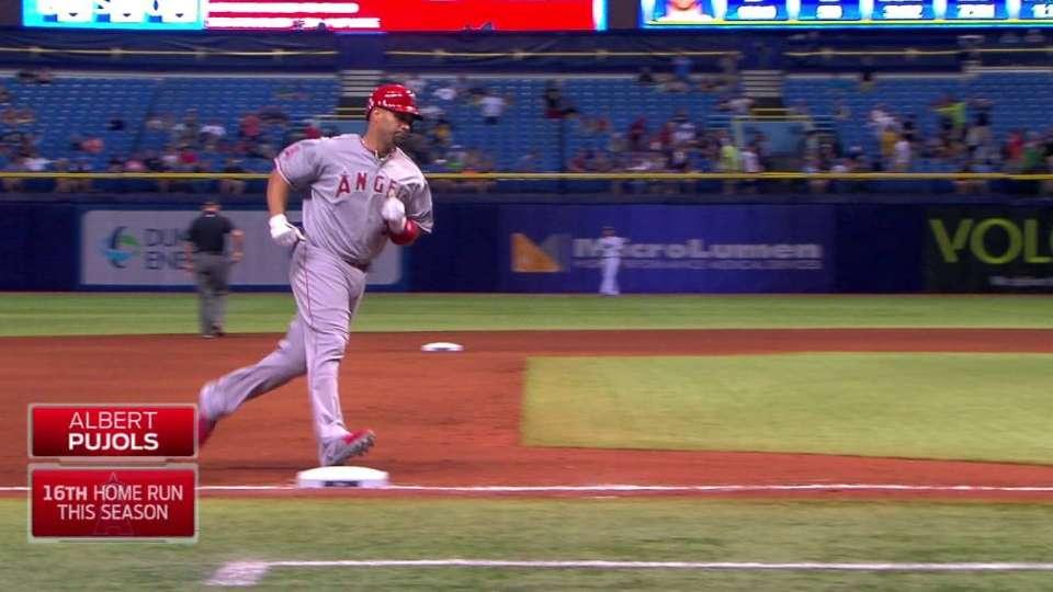Pujols hits homer No. 536